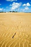 Ίχνη στην άμμο στην παραλία Στοκ Φωτογραφία