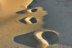 Ίχνη στην άμμο της παραλίας Στοκ Εικόνα