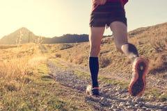 Ίχνος ατόμων που τρέχει στα βουνά Στοκ φωτογραφία με δικαίωμα ελεύθερης χρήσης