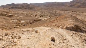 Ίχνος βουνών ερήμων που χαρακτηρίζει την άποψη τοπίων κοιλάδων, φύση του Ισραήλ Στοκ Εικόνα