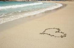 Ίχνος καρδιών στην ακτή άμμου Στοκ Εικόνες