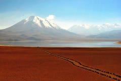 Ίχνος, λίμνη και moutain στοκ εικόνα
