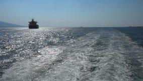 Ίχνος πορθμείων θαλάσσιου νερού με το foamy κύμα σε αργή κίνηση απόθεμα βίντεο