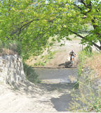 Ίχνος που οδηγά στη μοτοσικλέτα dirtbike Στοκ Εικόνα