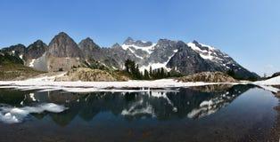 Ίχνος της Ann λιμνών, ΑΜ Εθνικό δρυμός αρτοποιός-Snoqualmie στοκ εικόνες