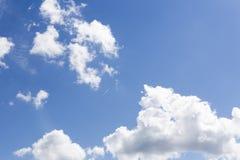 Ίχνος του αεροπλάνου στον ουρανό Στοκ φωτογραφία με δικαίωμα ελεύθερης χρήσης