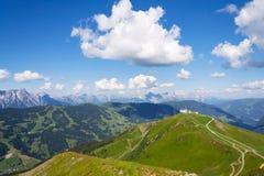 Ίχνος Χ-γραμμών ποδηλατών προς τα κάτω από schattberg-Ost το βουνό, saalbach-Hinterglemm Στοκ εικόνα με δικαίωμα ελεύθερης χρήσης