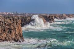 Αέρας θύελλας και κύμα των κυμάτων σε Sagres Αλγκάρβε Πορτογαλία Στοκ Εικόνα