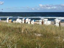 Αέρας, κυματωγή και ήλιος στην ακτή της θάλασσας της Βαλτικής σε Scharbeutz Στοκ Εικόνες