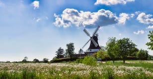 αέρας μύλων της Δανίας egeskov fyn Στοκ φωτογραφία με δικαίωμα ελεύθερης χρήσης