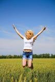 αέρας που απολαμβάνει τη φρέσκια γυναίκα φύσης στοκ φωτογραφίες