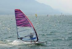 Αέρας που κάνει σερφ στη λίμνη Garda Στοκ εικόνα με δικαίωμα ελεύθερης χρήσης