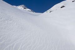 Αέρας που τρέχει μέσω του χιονιού Στοκ Εικόνες
