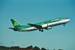 Αέρας Lingus Boeing β-737 που απογειώνεται από το Δουβλίνο Ιρλανδία το 2000 Στοκ εικόνες με δικαίωμα ελεύθερης χρήσης