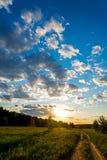 αέρα μπλε σύννεφων ουρανός της οδικής Σικελίας πανοράματος χωρών ανοικτός Ηλιοβασίλεμα Στοκ φωτογραφία με δικαίωμα ελεύθερης χρήσης