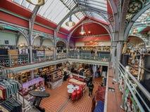 Αίθουσα αγοράς μέσα στην αγορά του Κάμντεν στο Λονδίνο Στοκ φωτογραφία με δικαίωμα ελεύθερης χρήσης