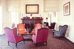 Αίθουσα εισόδων στο σύγχρονο ξενοδοχείο Στοκ εικόνες με δικαίωμα ελεύθερης χρήσης