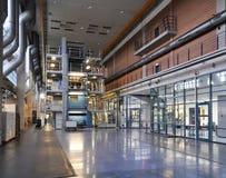 Αίθουσα εργοστασίων με έναν μεγάλο Τύπο εκτύπωσης όφσετ σε μια εκτύπωση PL Στοκ Εικόνα