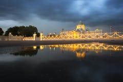 Αίθουσα θρόνων Samakhom Ananda στη συννεφιάζω ημέρα Στοκ Εικόνες