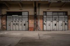 Αίθουσα διανομής ηλεκτρικής ενέργειας στη βιομηχανία μετάλλων Στοκ Φωτογραφίες