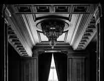 Αίθουσα και πολυέλαιος Στοκ εικόνα με δικαίωμα ελεύθερης χρήσης