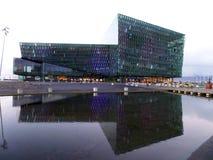 Αίθουσα συναυλιών Harpa και κέντρο διαλέξεων, ζαλίζοντας ορόσημο του Ρέικιαβικ, Ισλανδία στοκ φωτογραφίες