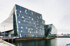 Αίθουσα συναυλιών Harpa στην πόλη του Ρέικιαβικ το φθινόπωρο Στοκ Φωτογραφίες