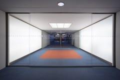 Αίθουσα του επιχειρησιακού κτηρίου με τις πόρτες γυαλιού Στοκ Εικόνα