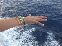 Αίσθημα της θαλάσσιας αύρας κατά τη διάρκεια μιας κρουαζιέρας στη Μεσόγειο στοκ φωτογραφίες με δικαίωμα ελεύθερης χρήσης