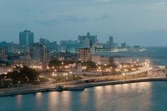 Αβάνα στο σούρουπο με τα φω'τα πόλεων Κούβα Στοκ Φωτογραφία
