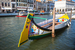 Αβέιρο, Πορτογαλία - 22 Μαΐου 2015: Πανί βαρκών Moliceiro κατά μήκος του γ Στοκ εικόνες με δικαίωμα ελεύθερης χρήσης