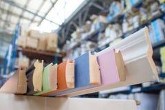 λαβές σιταριών επίπλων πορτών καφέ εξαρτημάτων Ο ξύλινος πλίνθος στοκ φωτογραφία με δικαίωμα ελεύθερης χρήσης