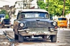 ΑΒΑΝΑ, ΚΟΥΒΑ 11 ΙΑΝΟΥΑΡΊΟΥ 2018: παλαιό αμερικανικό αυτοκίνητο στην Κούβα Στοκ εικόνα με δικαίωμα ελεύθερης χρήσης