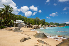 Αβλαβής τροπική παραλία στη Σρι Λάνκα Στοκ Φωτογραφία
