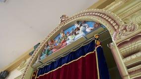 Αγάλματα στον τοίχο απόθεμα βίντεο