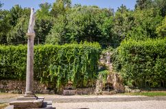 Αγάλματα του Ιησούς Χριστού στο προαύλιο του Abbazia delle Tre Fontane, στο μαρτύριο του αποστόλου Paul στη Ρώμη, Ιταλία Στοκ Φωτογραφία