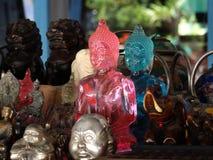 Αγάλματα Colourfull του Βούδα στην υπαίθρια αγορά, Luang Prabang, Λάος Στοκ φωτογραφία με δικαίωμα ελεύθερης χρήσης