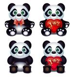 Αγάπες της Panda με το μαξιλάρι καρδιών και τη δήλωση επιγραφής της αγάπης Στοκ Φωτογραφία