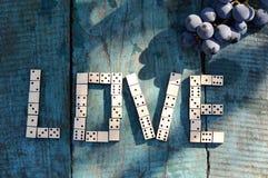Αγάπη λέξης;; από τα ξύλινα ντόμινο Στοκ φωτογραφία με δικαίωμα ελεύθερης χρήσης