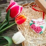 Αγάπη επιγραφής καρδιών κεραμικής για πάντα Στοκ Φωτογραφία
