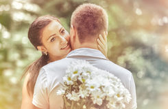 Αγάπη και αγάπη μεταξύ ενός νέου ζεύγους Στοκ Εικόνες