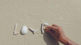 Αγάπη που δημιουργείται στην άμμο απόθεμα βίντεο