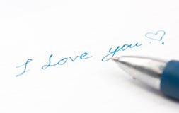 Αγάπη που διατυπώνει σε χαρτί Στοκ φωτογραφία με δικαίωμα ελεύθερης χρήσης