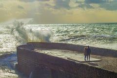Αγάπη που προσέχει τα κύματα Στοκ εικόνα με δικαίωμα ελεύθερης χρήσης