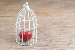 Αγάπη, ρωμανικός ή δένοντας στην προηγούμενη έννοια, που κλείνουν επάνω του κοκκίνου στοκ φωτογραφία