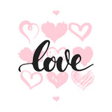 Αγάπη - συρμένη χέρι φράση εγγραφής που απομονώνεται στο άσπρο υπόβαθρο με τις καρδιές Επιγραφή μελανιού βουρτσών διασκέδασης για ελεύθερη απεικόνιση δικαιώματος