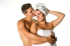 Αγάπη του νέου ζεύγους μετά από το ντους Στοκ Φωτογραφίες