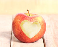 Αγάπη Apple μορφής καρδιών Στοκ εικόνα με δικαίωμα ελεύθερης χρήσης