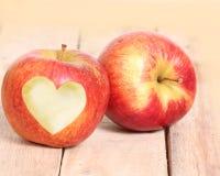 Αγάπη Apple μορφής καρδιών Στοκ Εικόνες