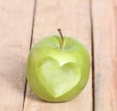 Αγάπη Apple μορφής καρδιών Στοκ εικόνες με δικαίωμα ελεύθερης χρήσης